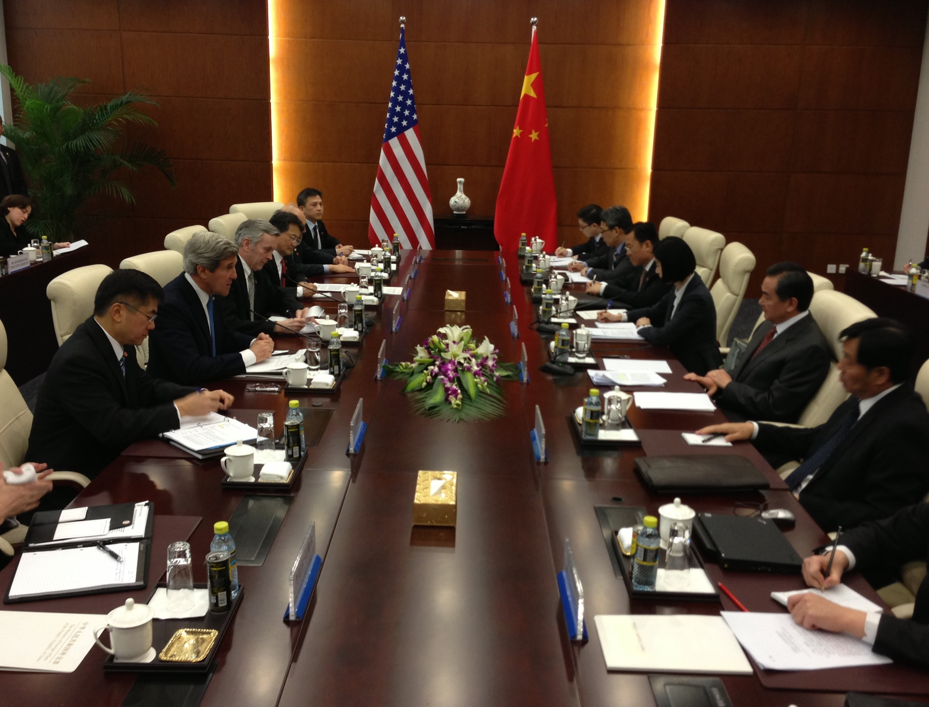 American and Chinese foreign policy makers meet to discuss relations
