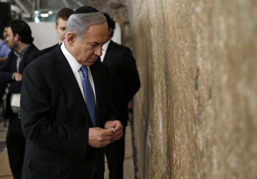 Israel's Prime Minister Benjamin Netanyahu is taking a risk by allowing lawmakers back into Temple Mount