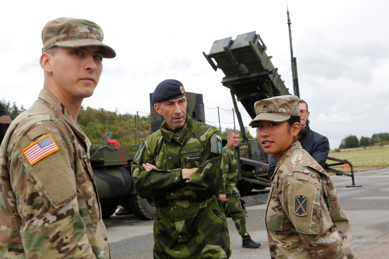 Supreme Commander of the Swedish Armed Forces, Micael Byden, talks with U.S. soldiers during the exercise 'Aurora 17' at Save airfield in Goteborg