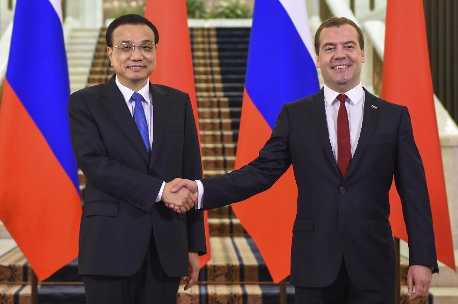 Dmitry Medvedev and Li Keqiang frosty embrace