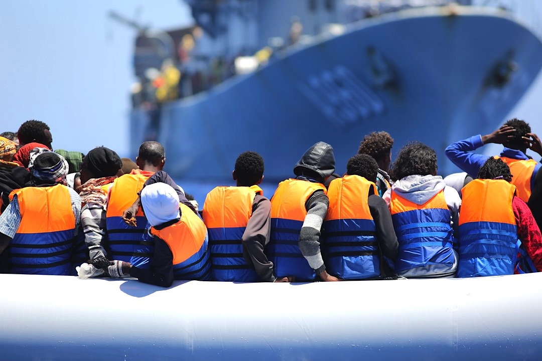 Thousands of migrants found trapped amid Libya fighting