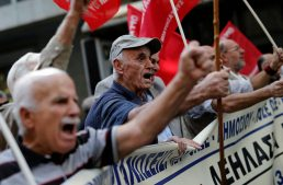 Pensioners across Italy to protest deep cutting pension reforms ahead of 2018 elections