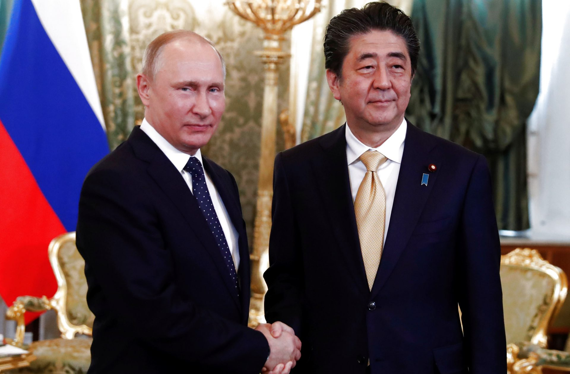 https_s3-ap-northeast-1.amazonaws.compsh-ex-ftnikkei-3937bb4images996014010699-2-eng-GB20180527_Abe-Putin