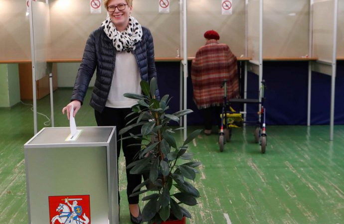 Pro-EU candidates expected to win in Lithuanian presidential runoff